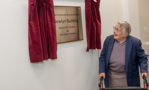 Doreen Newlyn unveils the plaque in memory of her husband, Professor Walter Newlyn. October 2019